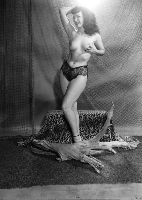 Betty draper nude — pic 2