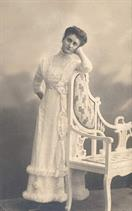 victorian fashion 1900s lady chair